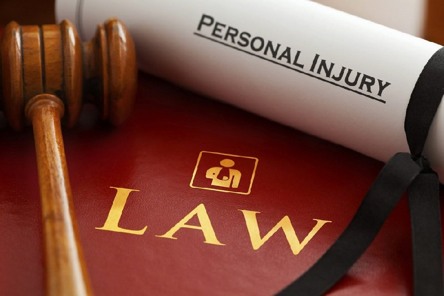 How a Slip & Fall Injury Lawyer Can Help You