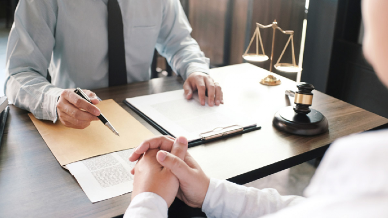 How Do I Come to an Agreement on a Fee with a Legal Professional?